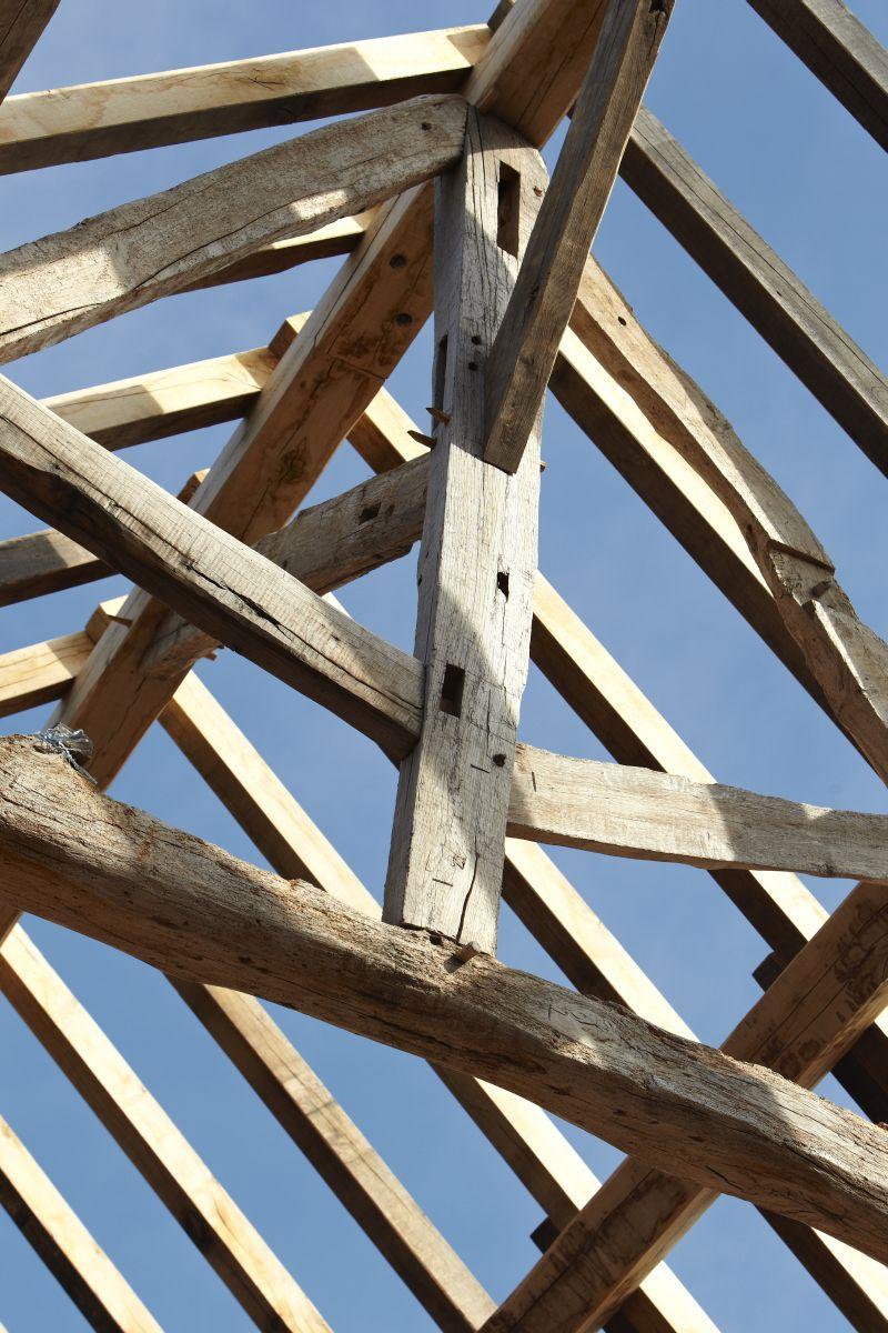 création de charpente en bois robuste et de qualité