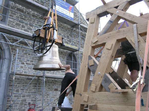 Restauration de l glise grand marchin charpente construction bois for Construction bois 49