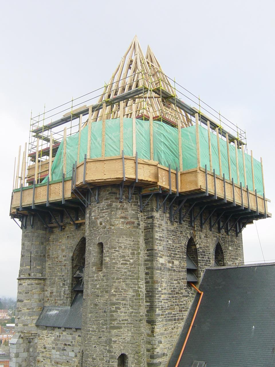 Restauration de la collégiale de soignies par CCBOIS spécialiste de la chaprente en bois en belgique