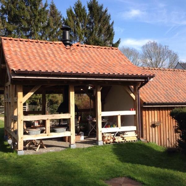 création sur mesure d'abri de jardin en belgique par ccbois construction de charpente